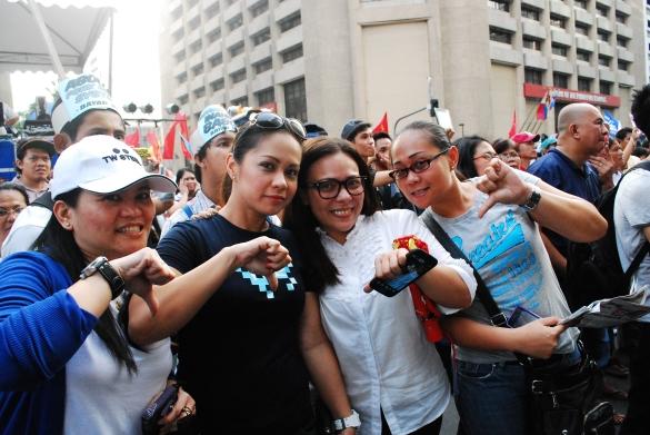 Million People March, Ayala, Makati – October 4, 2013 http://balitangbalita.com/