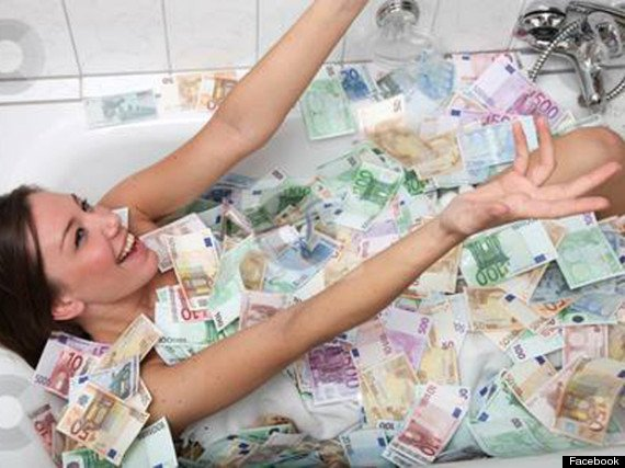 Jeane Napoles: Said to be her but this is NOT, repeat NOT, her in this picture going viral since it was circulated by international news services http://wp.me/p3QRCo-6o woman in a bathtub awash with cash is NOT her