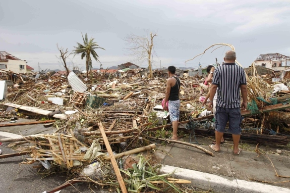1774 confirmed dead from super typhoon Yolanda, THOUSANDS more feared. http://wp.me/p3QRCo-is http://wp.me/p3Tx0A-66