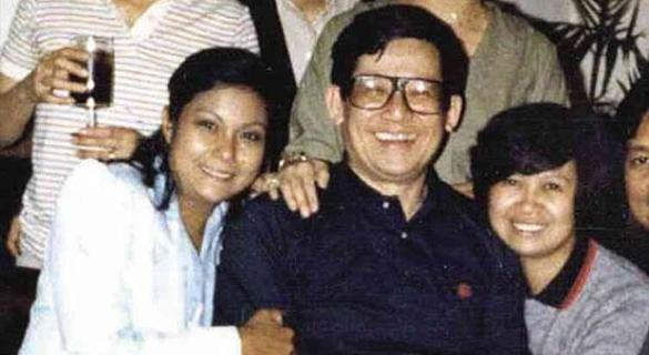VIRAL Celebrity pic (1980s). Nora Aunor with Senator Ninoy Aquino, father of Philippine President Noynoy. The son recently rejected La Aunor as National Artist. http://wp.me/p3QDQJ-aV