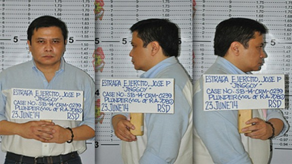 Viral celebrity pic. JAILBIRD - Senator Jinggoy Estrada mugshots.  http://wp.me/p3QDQJ-FD http://wp.me/p3QDQJ-aV Take note that in the Bong Revilla mugshots, Bong was all smiles. Jinggoy has a serious demeanor here.