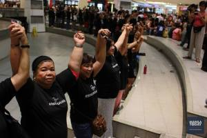 TRINOMA Mall flash mob calls for the resignation of President Aquino (Mamasapano)